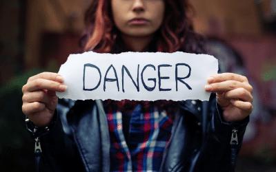 Hogyan védd meg gyerekedet a szexuális tartalmú netes zsarolástól?